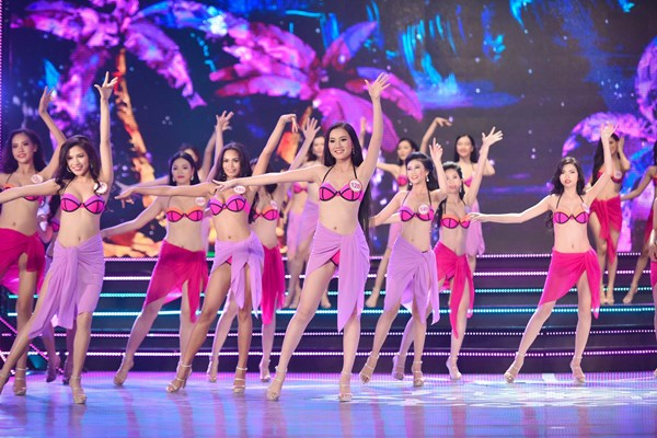 Hình ảnh 18 người đẹp phía Nam trong trang phục Bikini