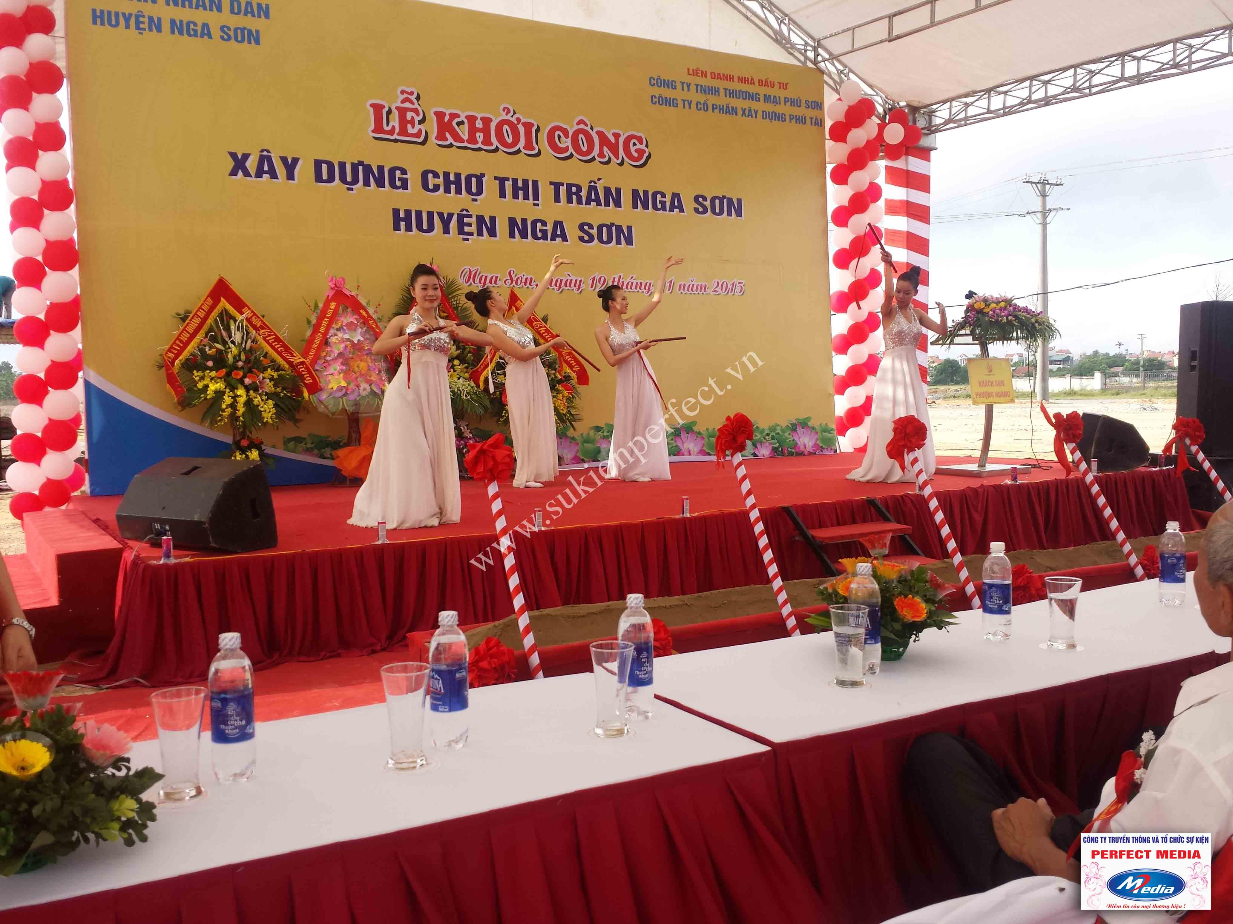 Hình ảnh hội trường lễ khởi công xây dựng chợ thị trấn huyện Nga Sơn 10