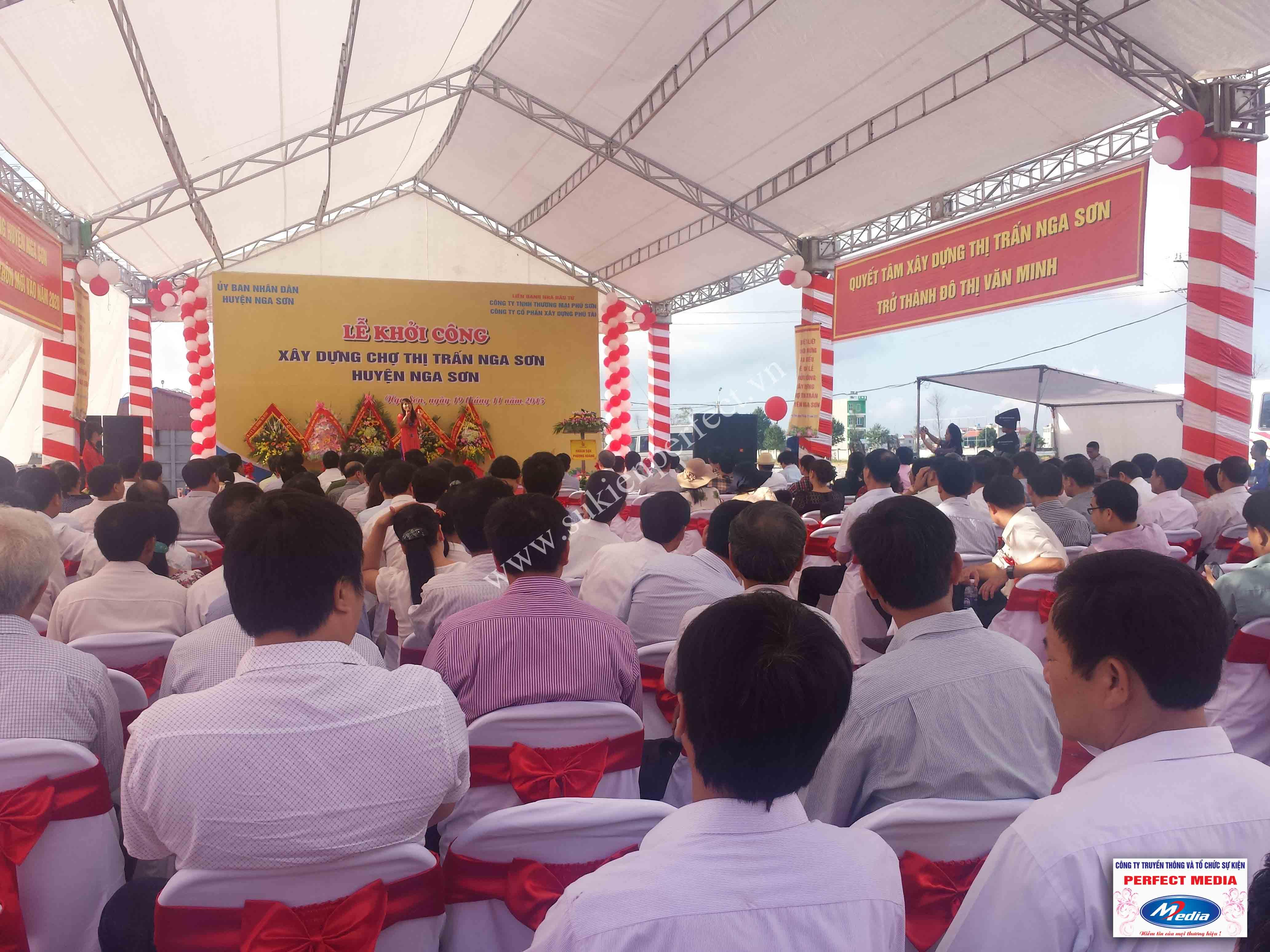 Hình ảnh hội trường lễ khởi công xây dựng chợ thị trấn huyện Nga Sơn 11