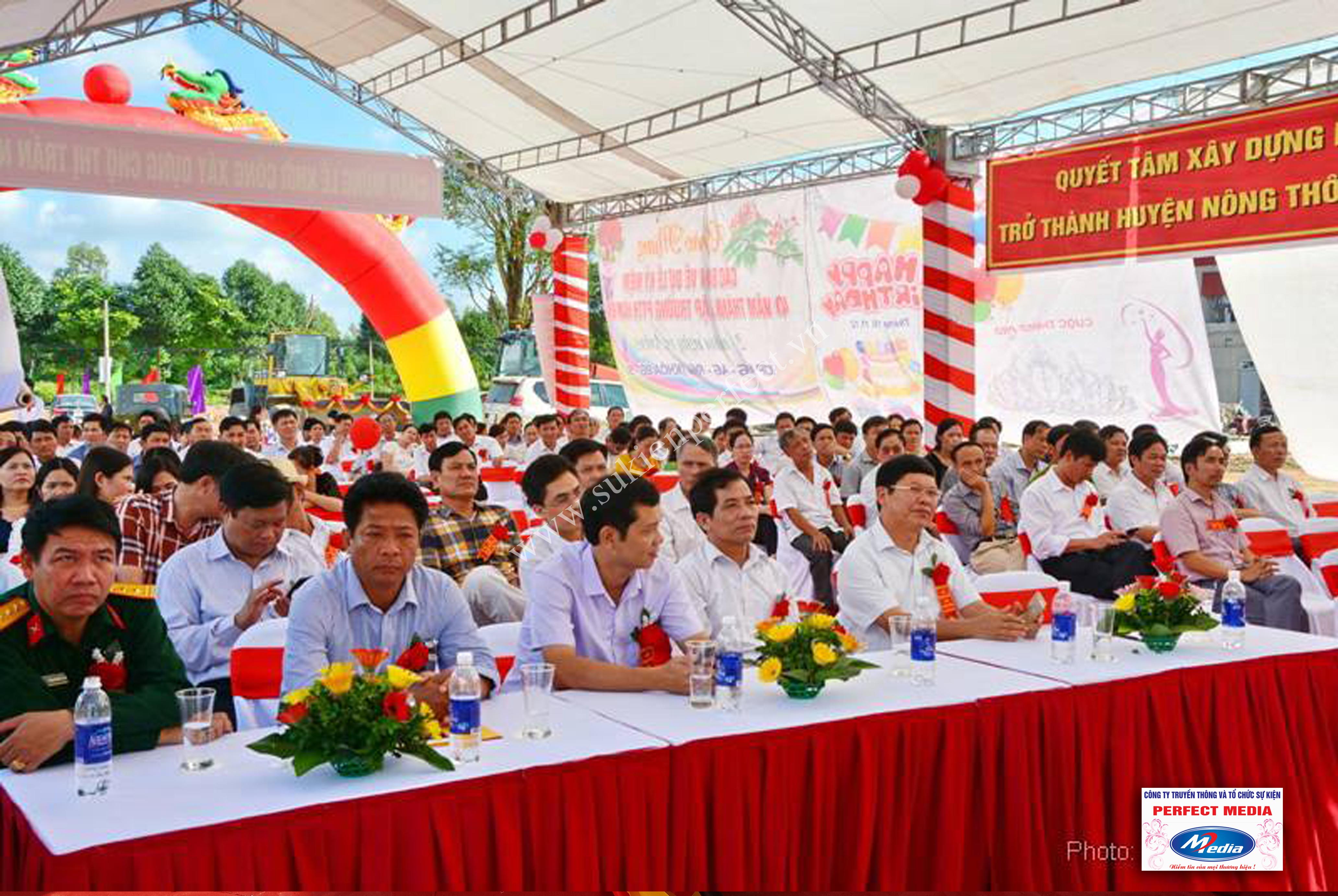 Hình ảnh hội trường lễ khởi công xây dựng chợ thị trấn huyện Nga Sơn 12