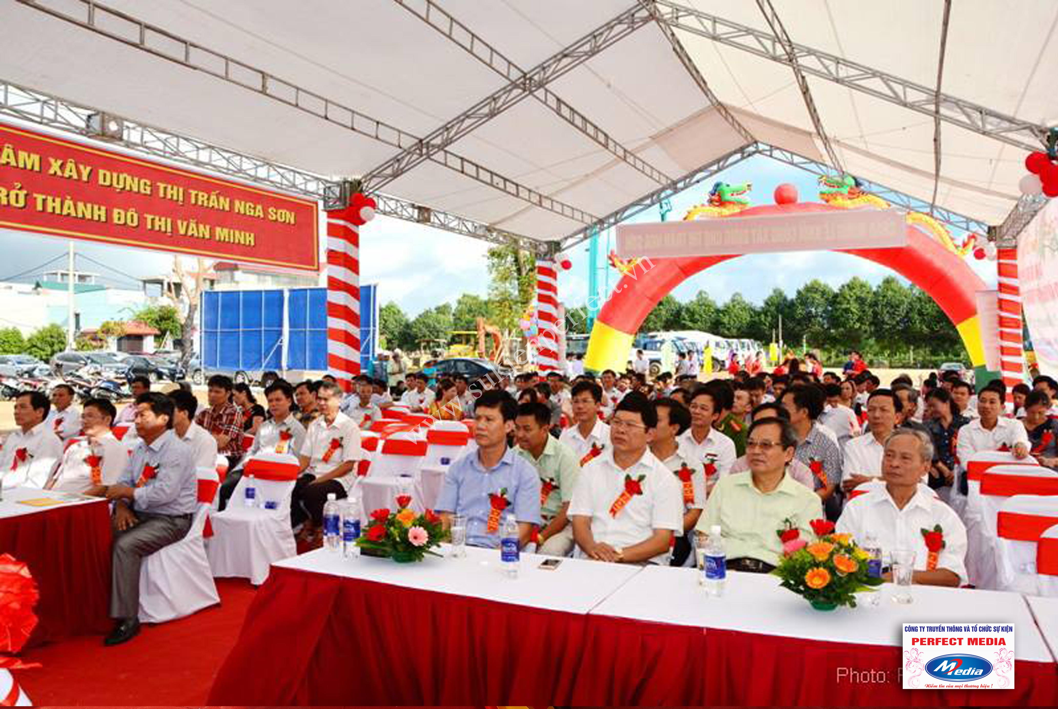Hình ảnh hội trường lễ khởi công xây dựng chợ thị trấn huyện Nga Sơn 13