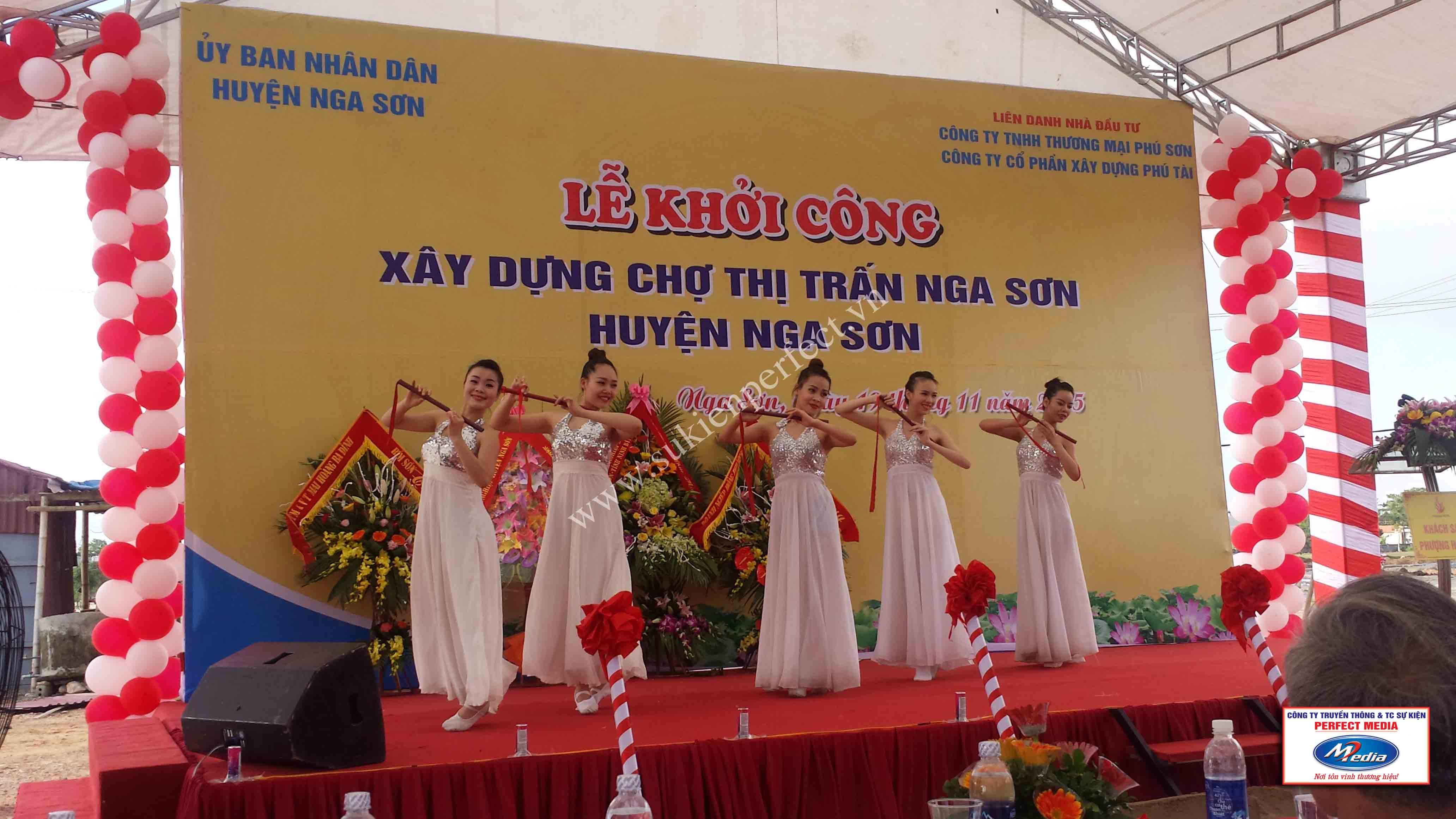 Hình ảnh trong lễ khởi công xây dựng chợ thị trấn huyện Nga Sơn 15