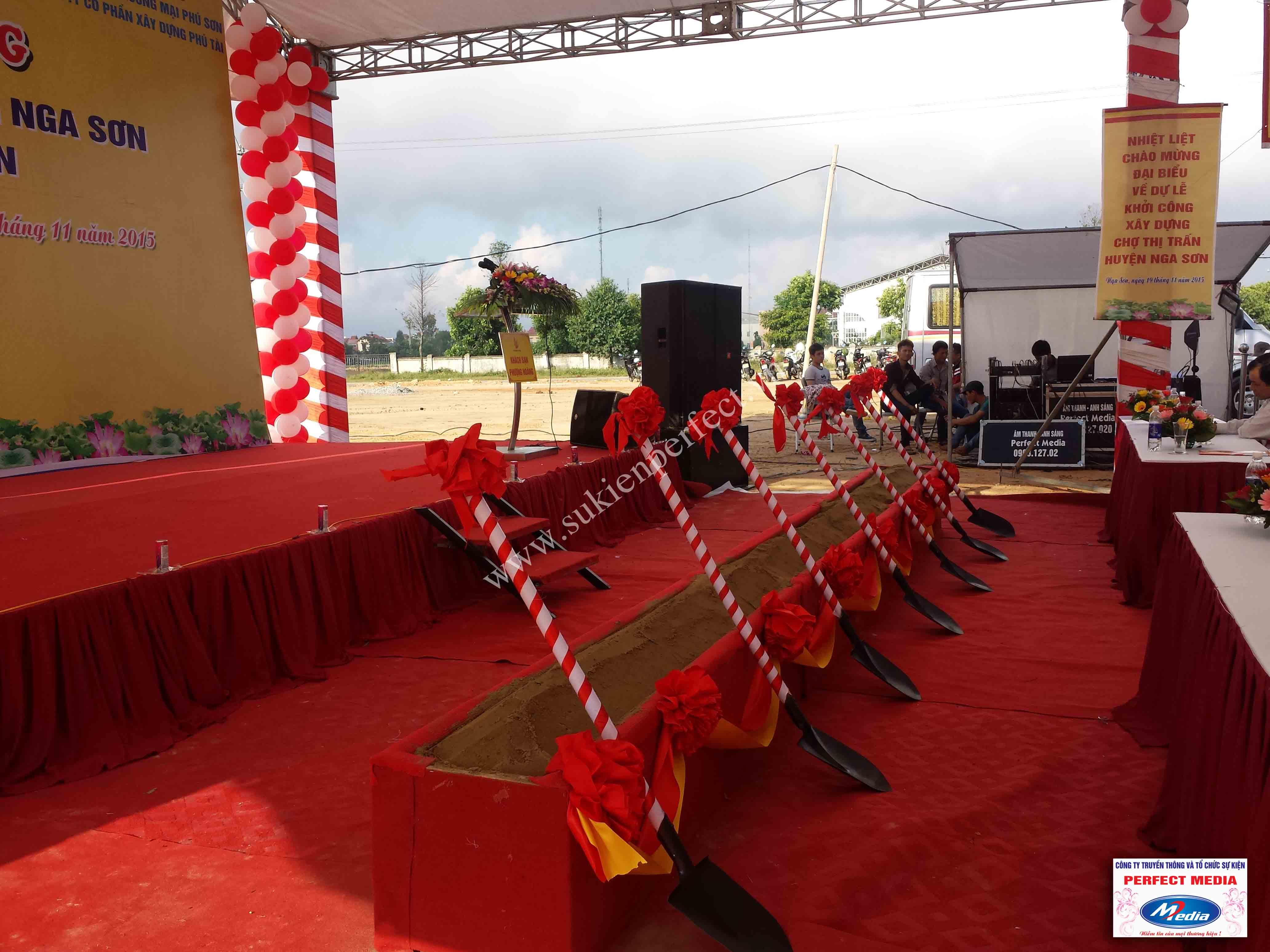 Hình ảnh hội trường lễ khởi công xây dựng chợ thị trấn huyện Nga Sơn 08