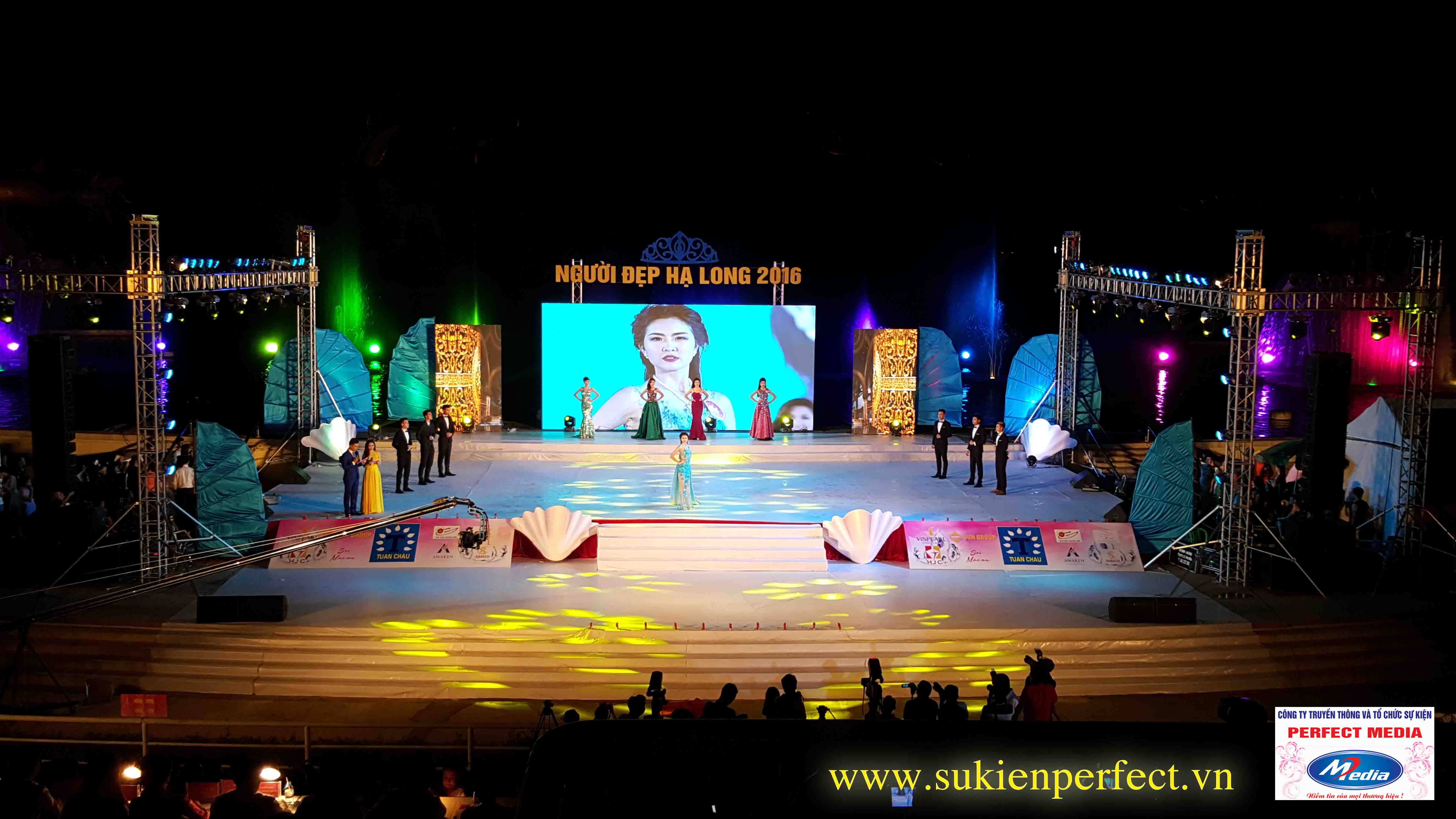 Không gian sân khấu rộng, hoành tráng và chuyên nghiệp