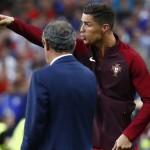 """Ronaldo """"cướp"""" quyền chỉ đạo của HLV"""