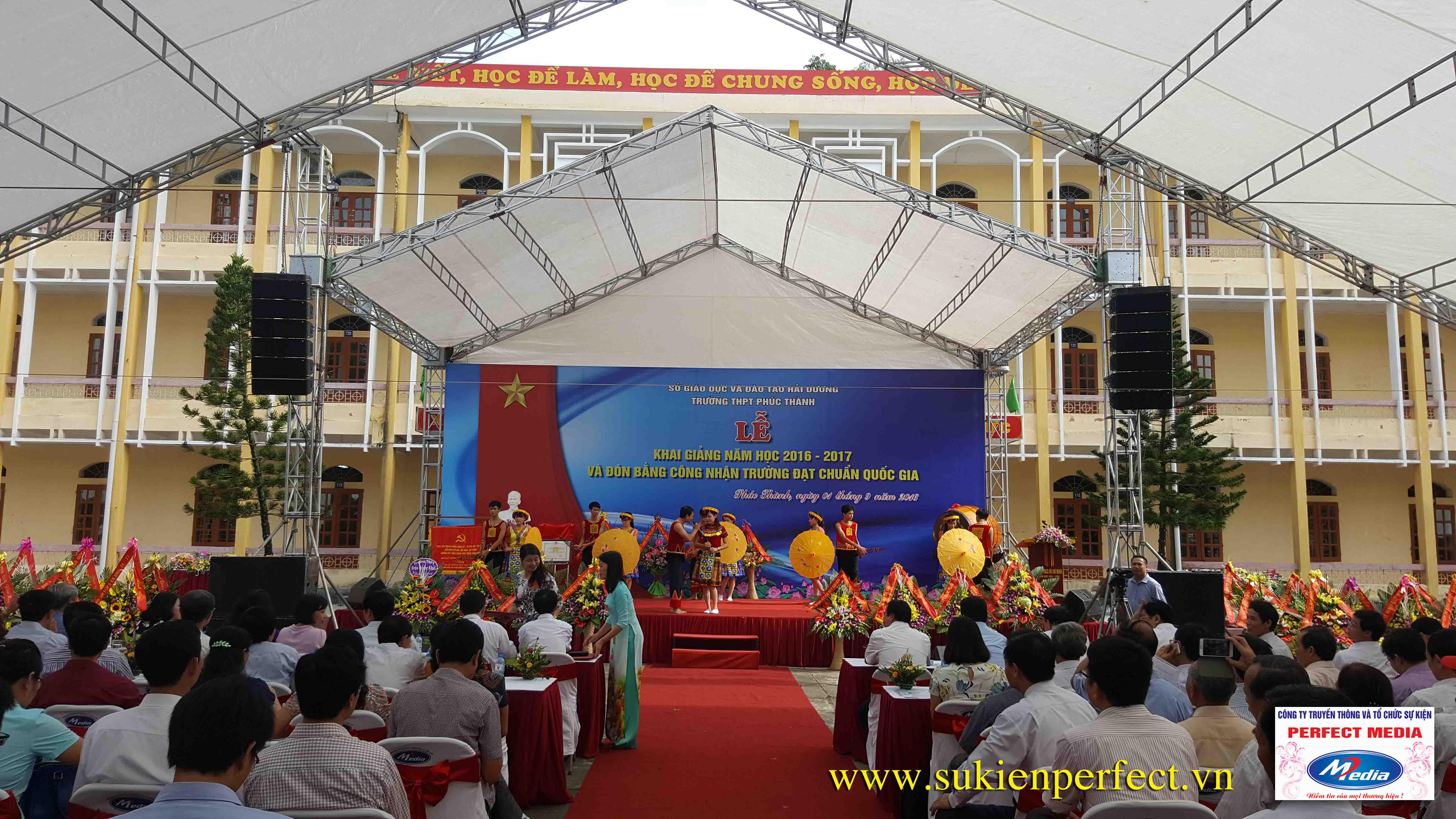Hình ảnh trong buổi lễ THPT Phúc Thành đón chuẩn Quốc gia 10
