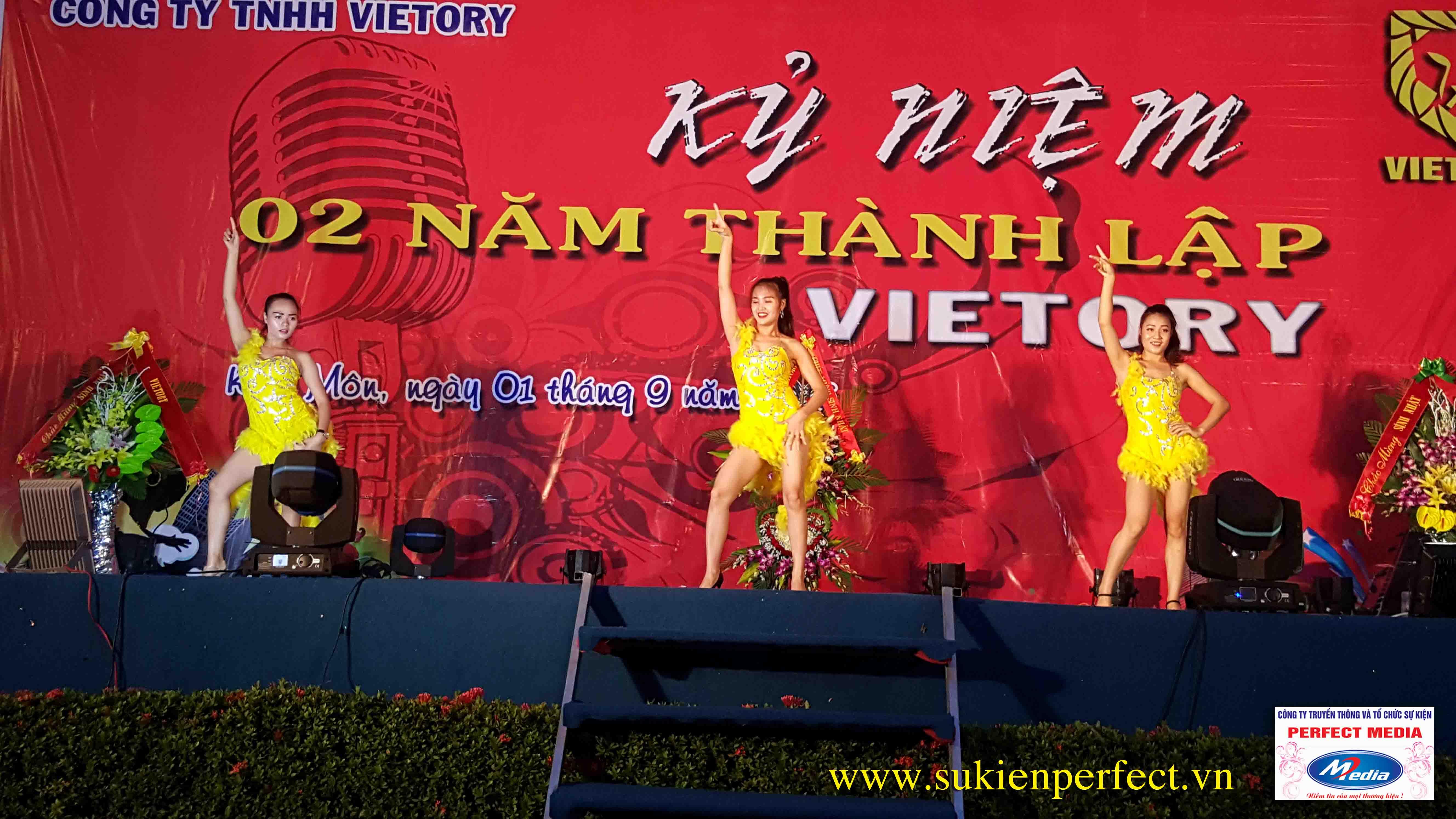 Không khí này lễ chào mừng 2 năm thành lập công ty TNHH Vietory 10