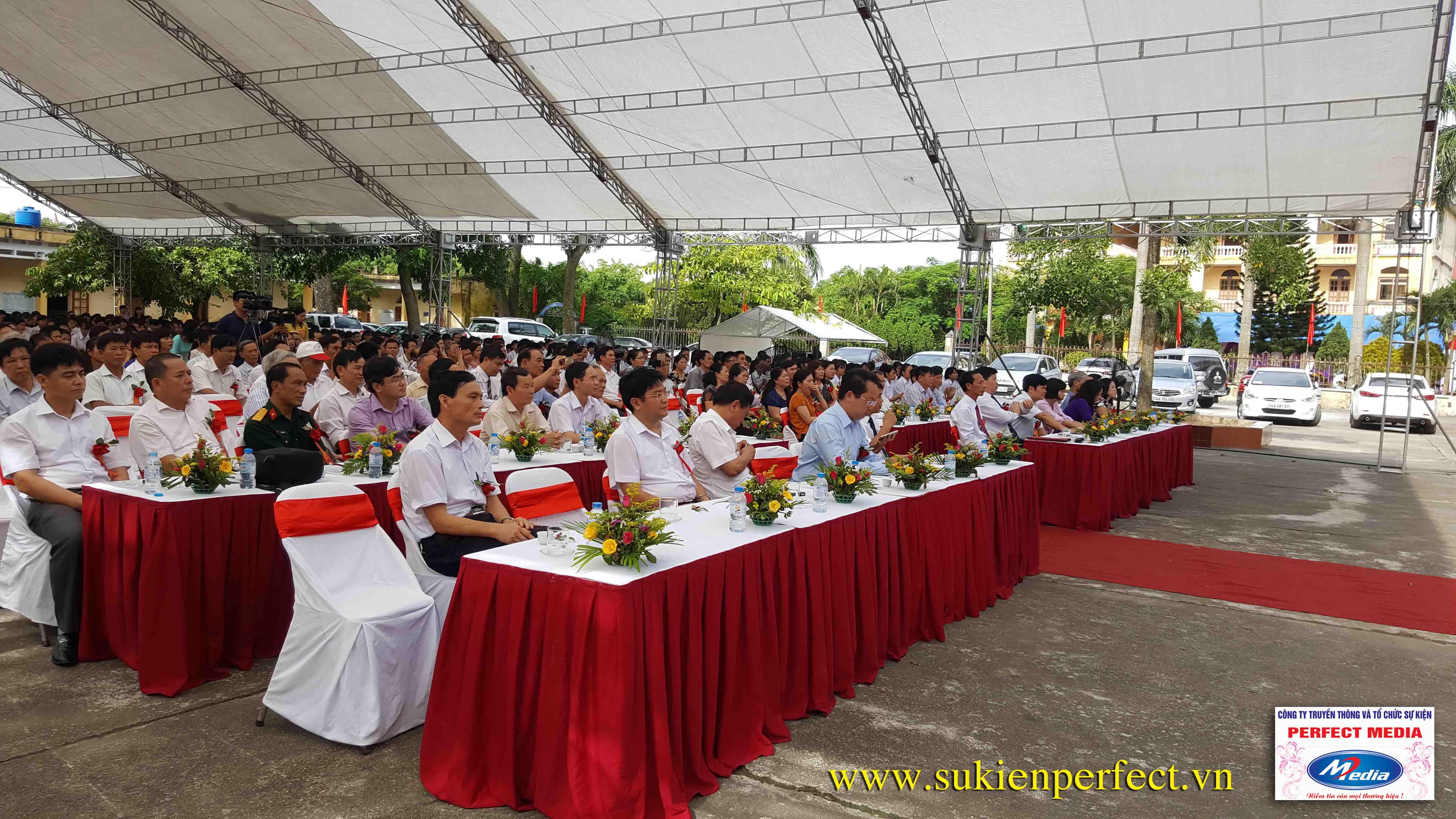 Hình ảnh trong buổi lễ THPT Phúc Thành đón chuẩn Quốc gia 12