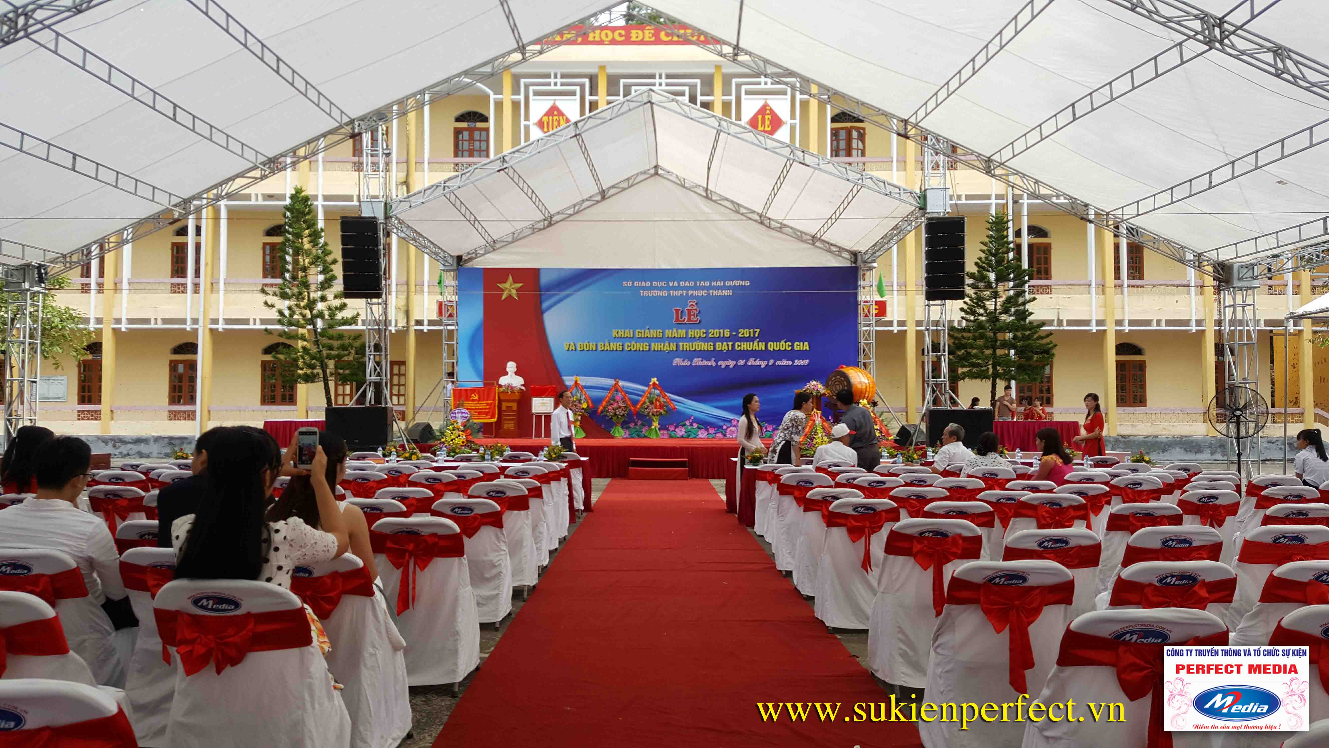 Hình ảnh trong buổi lễ THPT Phúc Thành đón chuẩn Quốc gia 01