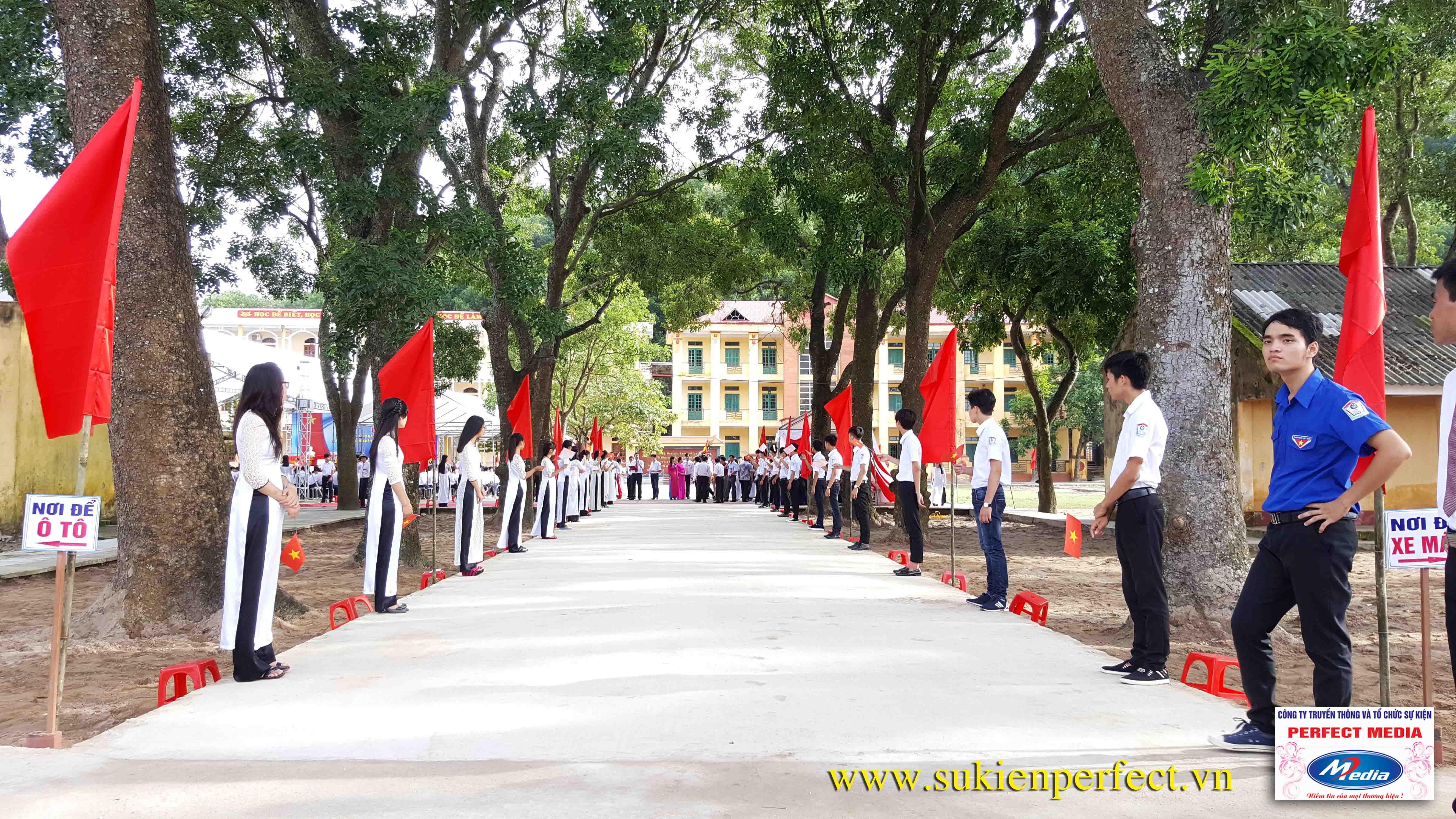 Hình ảnh trong buổi lễ THPT Phúc Thành đón chuẩn Quốc gia 04