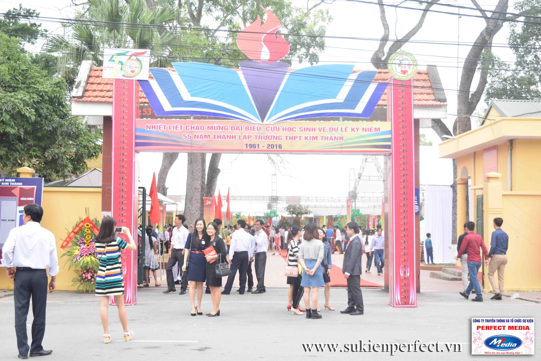 Khu vực cổng trường ngày sự kiện