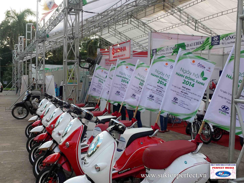 Dàn xe chạy roadshows trong sự kiện để quảng cáo đến nhiều người dân trong khu vực