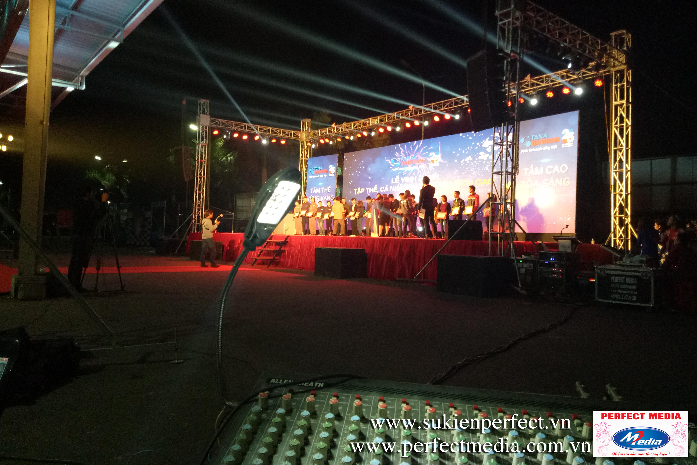 Hệ thống điều khiển âm thanh ánh sáng dưới sân khấu