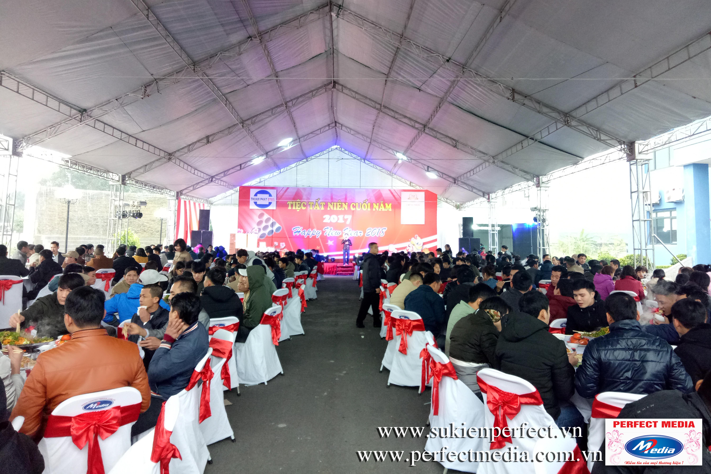 Không khí ấm cúng, vui vẻ của bữa tiệc tất niên của anh em nhà máy thép Thuận Phát