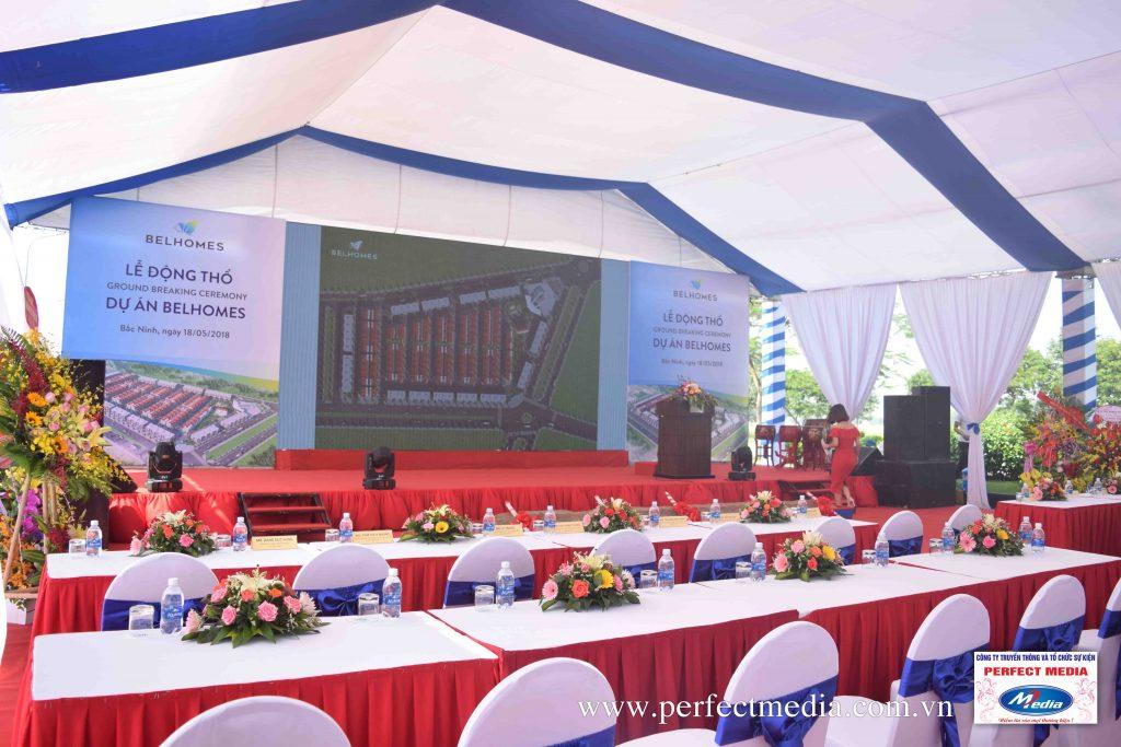 Sân khấu hiện đại được lắp đặt hệ thống màn hình LED nét, chuyên nghiệp