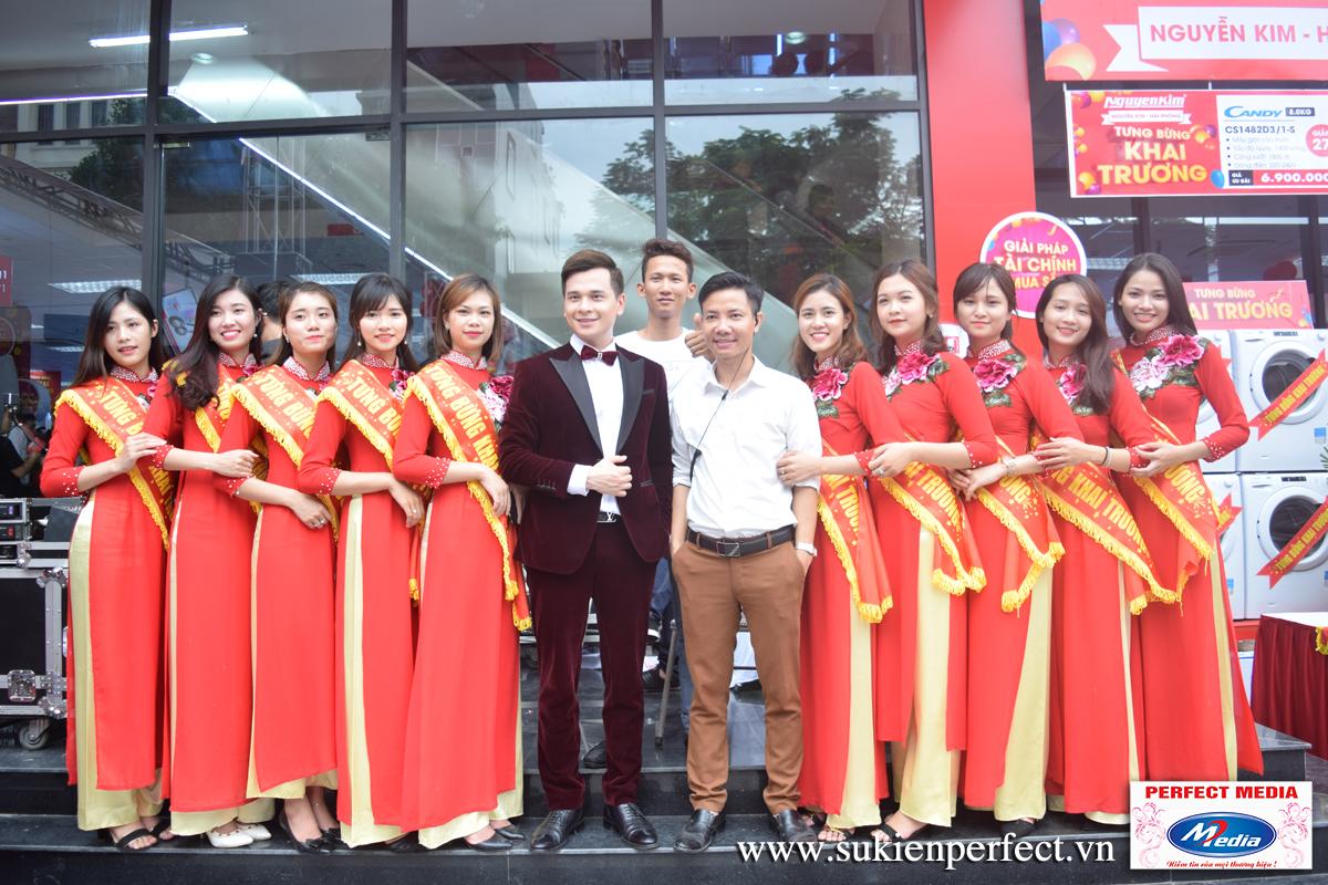MC Danh Tùng VTV tại tổ chức sự kiện khai trương Nguyễn Kim Hải Phòng
