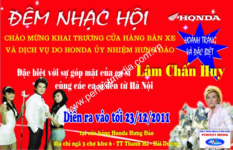 Ca sĩ Lâm Chấn Huy được mời làm khách mời trong đêm nhạc hội chào mừng sự kiện khai trương cửa hàng