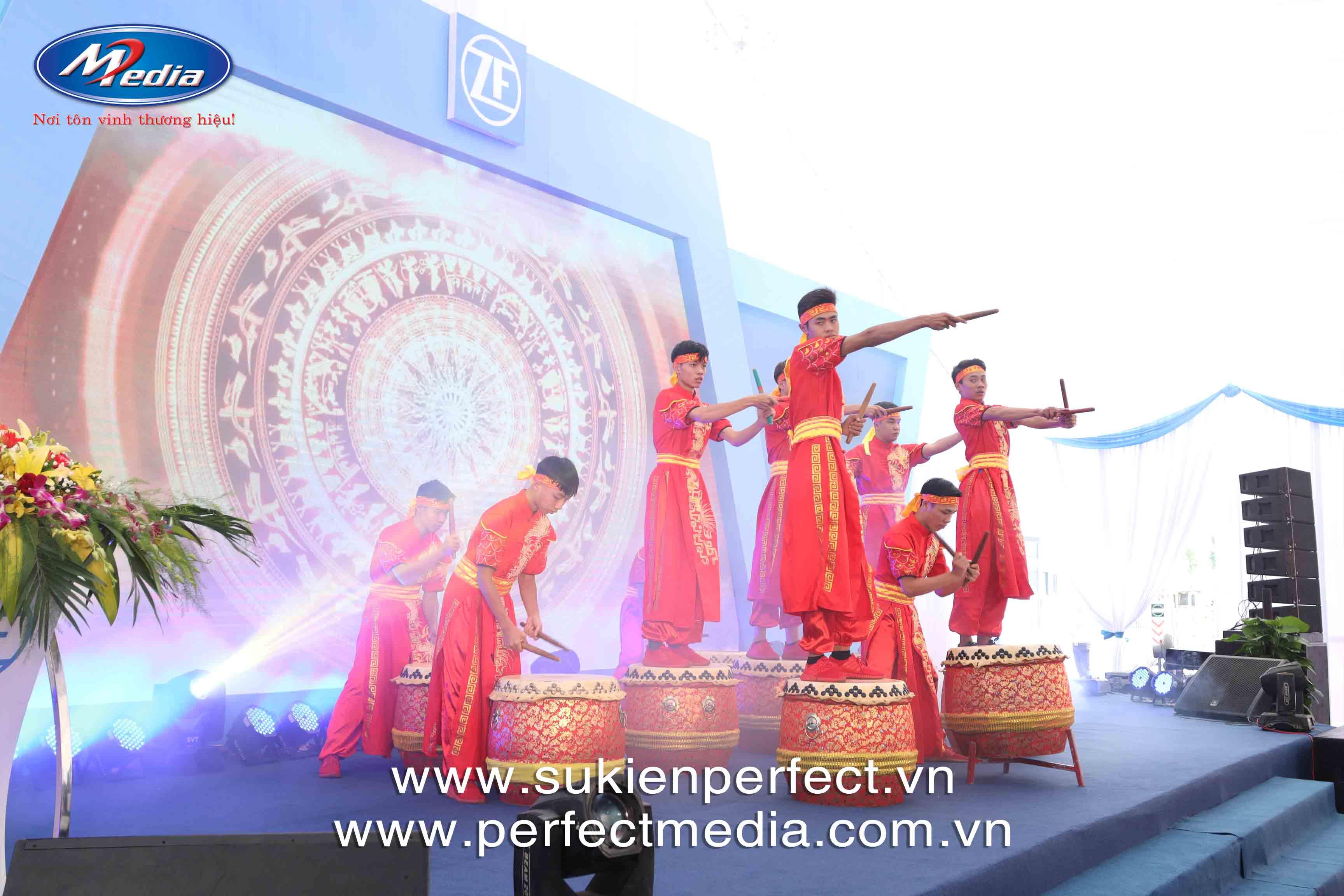 Biểu diễn trống Hội lễ khánh thành công ty ZF Automotive Việt Nam